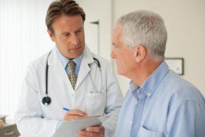que hace un medico interno